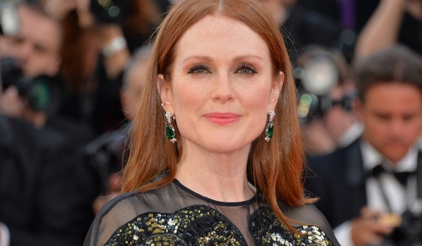 Julianne Moore - How To Look Younger
